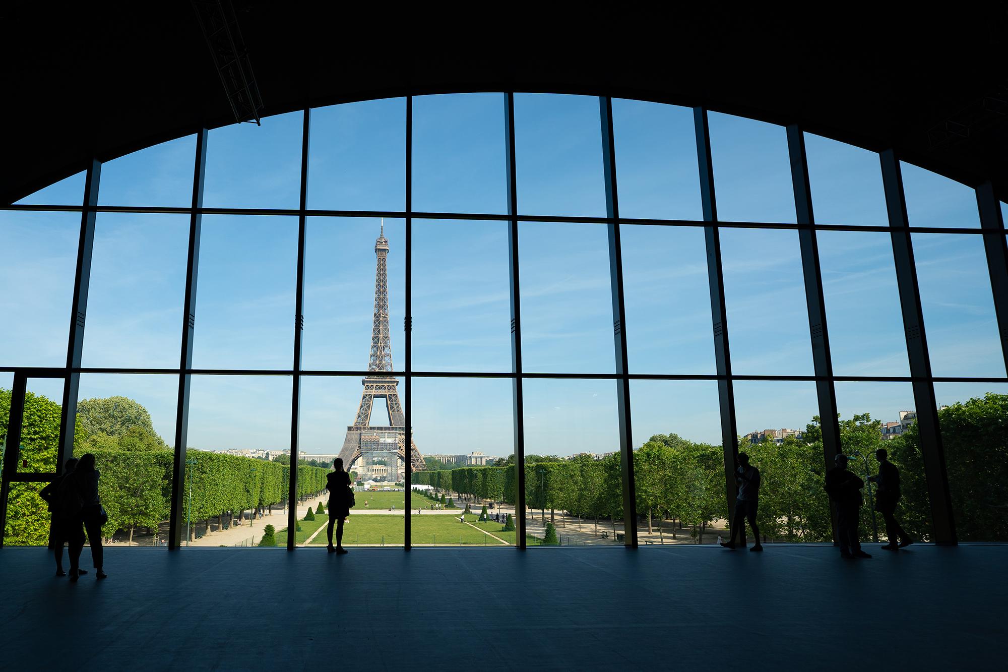 「グラン・パレの代替施設「グラン・パレ・エフェメール」がエッフェル塔の目の前に登場。」のアイキャッチ画像